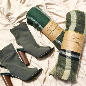 Shoes - NWOT Evergreen cut out booties!